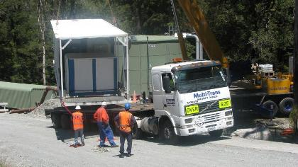 An image of the nitrogen generator arriving at Pike River.