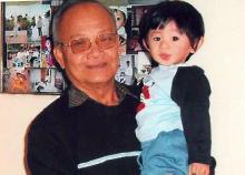 Do Trieu with grandchild