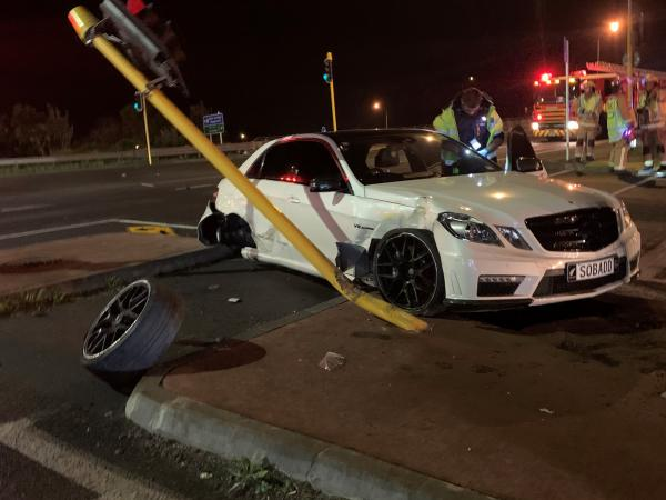 Police seeking witnesses to crash on Hobsonville Road