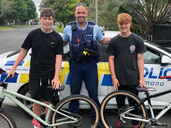 Constable Pete Van't Wout with Joel, left, and Charlie and their returned bikes.