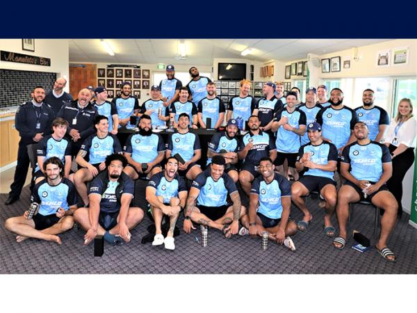 The 2021 Taniwha squad with police officers