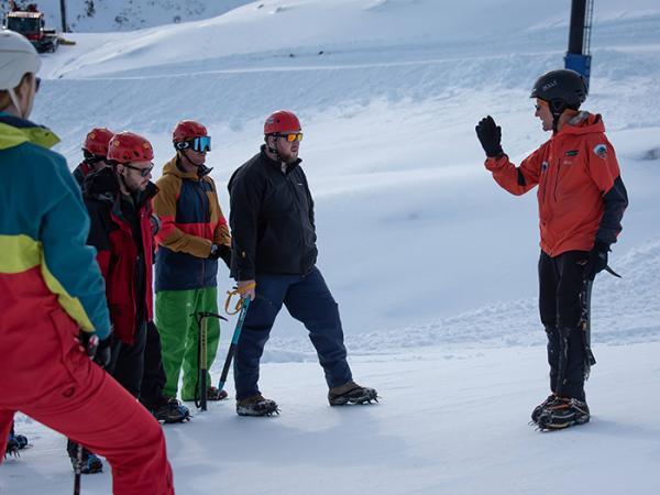 Senior DOC Ranger Dave Dittmer from the Aoraki/Mt Cook ACR team teaching the officers some basic safe snow skills.